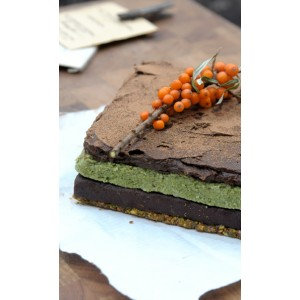 Raw superfood cake